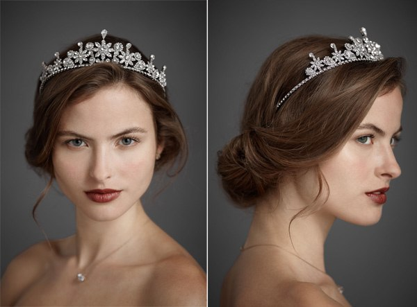 накрученные волосы с короной или диадемой 1