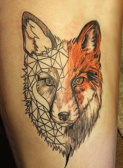 Тату с рисунком лисы может быть выполнено в цвете
