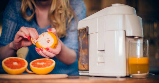 Все, что необходимо для приготовления полезного сока с медом – это блендер и наличие требуемых ингредиентов