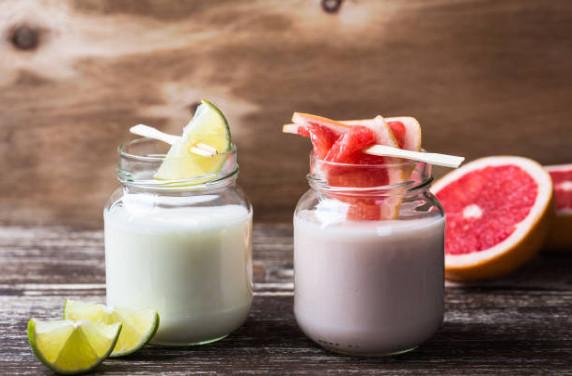 Обладает очищающим эффектом такой молочный коктейль с грейпфрутом