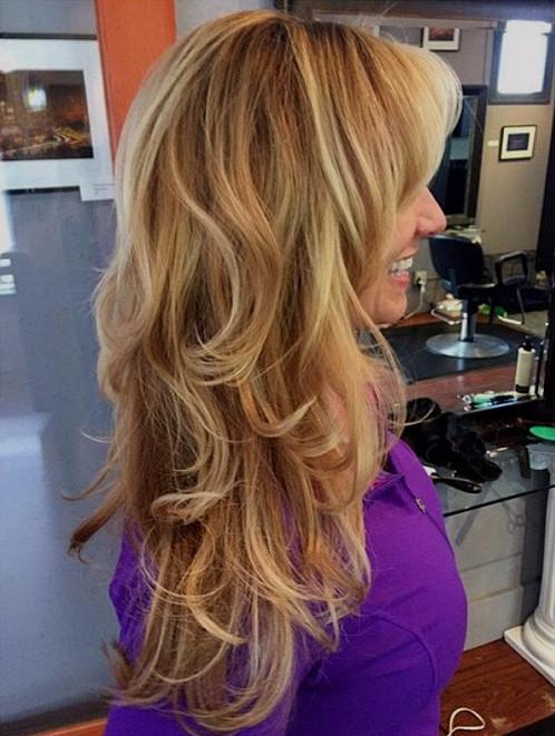 Стричь длинные волосы техникой Шэг нужно так, чтобы добиться эффекта, как на фото