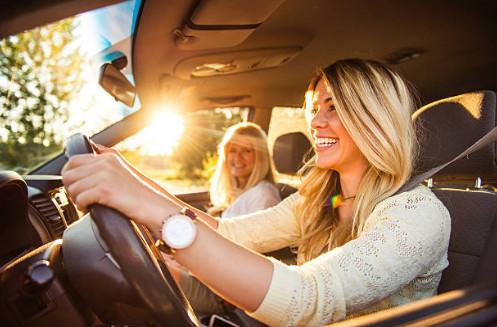 Для взрослых важно, чтобы таблетки не оказывали сонливого эффекта, ведь многие из них постоянно находятся за рулем автомобиля. Препарат, который рассеивает внимание и клонит в сон, точно не является самым эффективным.