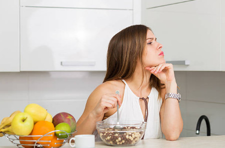 При использовании таких препаратов, как и при приёме психотропных веществ, у человека заметно уменьшается аппетит