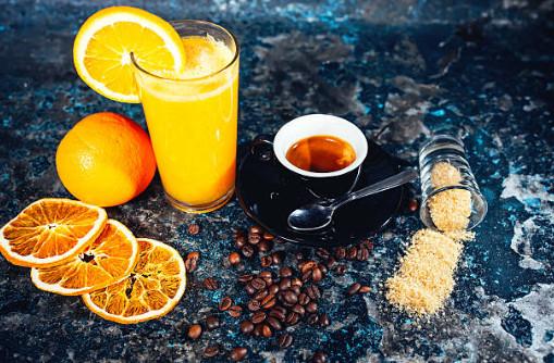 За снижение аппетита и корректировку графика питания отвечаютэкстракты горького апельсина и кофе, которые содержатся в Липоксине
