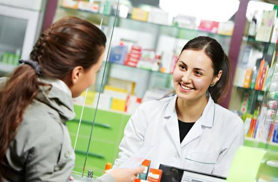 Нельзя приобретать крема с гидрохиноном, арбутином, витамином С, висмутом или койевой кислотой беременным женщинам. В аптеке, перед тем, как купить, вас обязательно предупредит фармацевт.