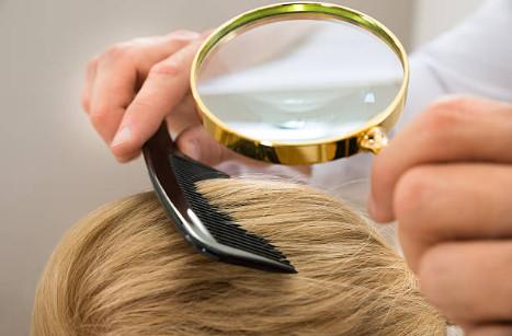 Проведение дарсонвализации волос не поможет уменьшить уровень тестостерона в организме, но способствует сокращению количества выделяемого кожного сала, приводящее к уменьшению формированиядигидротестостерона- прямого разрушителя волосяной луковицы