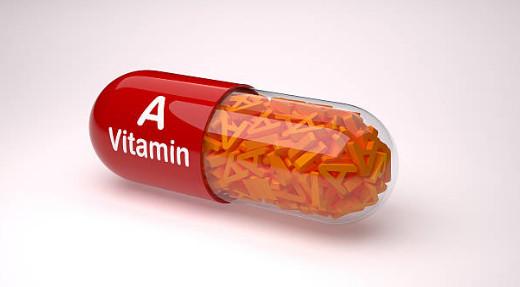 Из продуктов, которые мы употребляем в домашних условиях, невозможно получить столько витамина А, сколько это требуется коже. Крема с ретинолом, судя по отзывам, справляются с этой проблемой.