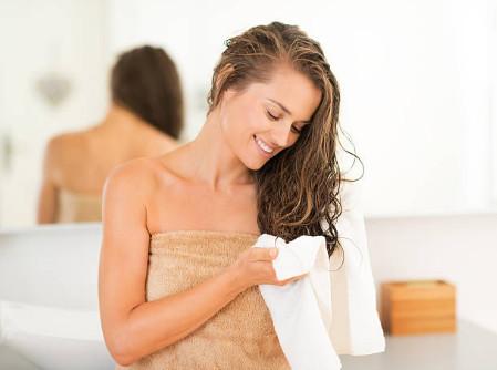 Ухаживайте за волосами так, будто это живой организм - это лучший рецепт для домашних условий, который обеспечит вам блеск и гладкость шевелюры