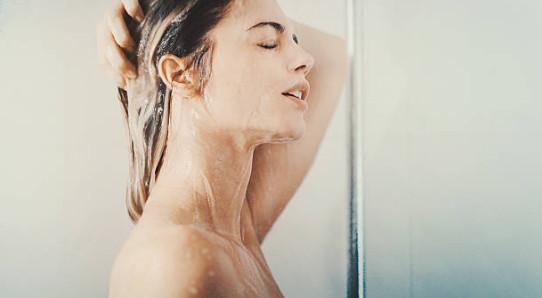 На заключительном этапе нужно смыть маску теплой или прохладной водой