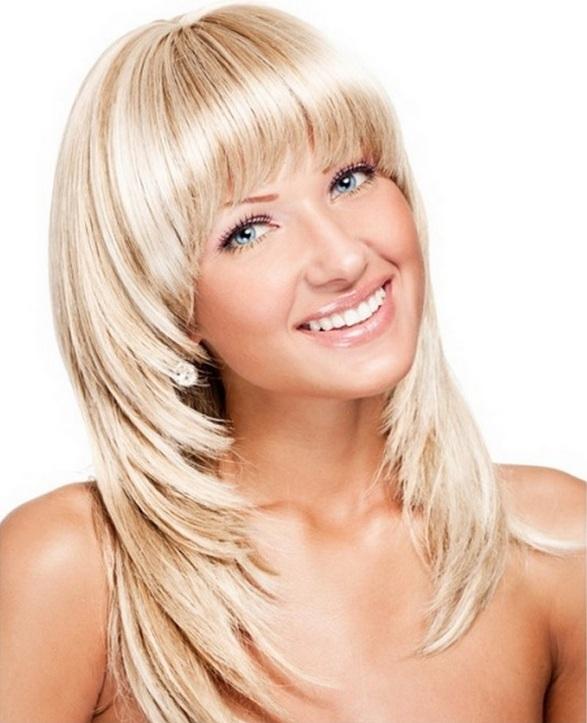 лучшие стрижки на средние волосы с челкой и без, новинки на фото